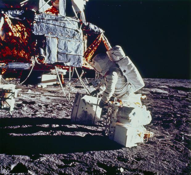 Concluzie neașteptată a cercetătorilor: ce-au găsit într-o rocă adusă de pe Lună de astronauții NASA