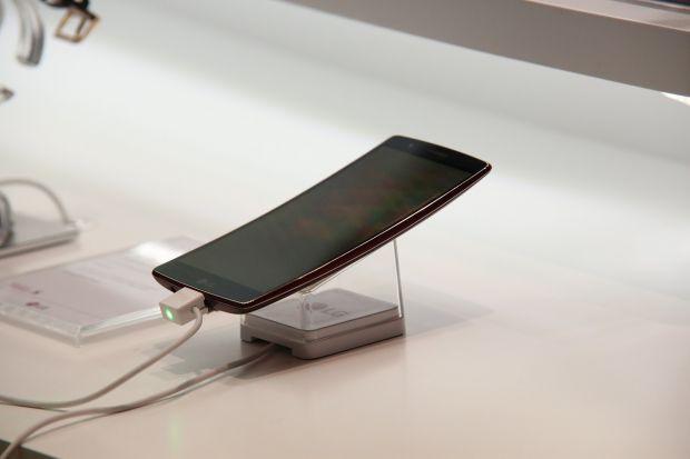 LG pregătește lansări interesante la MWC 2019: un smartphone 5G și unul cu două ecrane