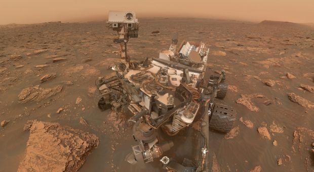 Descoperirea neașteptată făcută de robotul Curiosity pe cel mai misterios munte de pe Marte