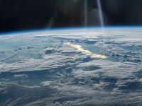 Exploziile misterioase descoperite de un satelit rusesc în atmosfera Pământului