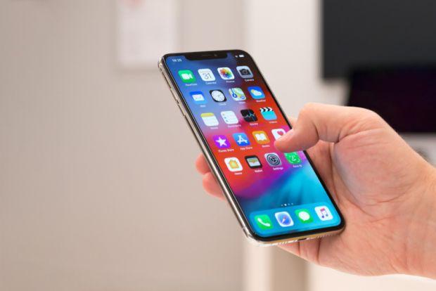 iPhone XS Max vs. Galaxy S10+. Cine câștigă testul vitezei între cele mai puternice telefoane