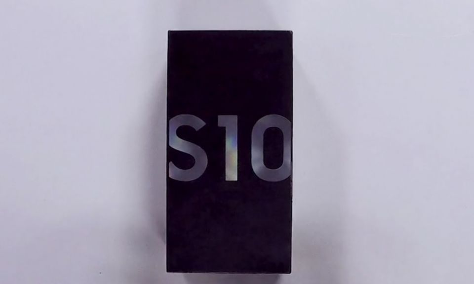 Unboxing Samsung Galaxy S10
