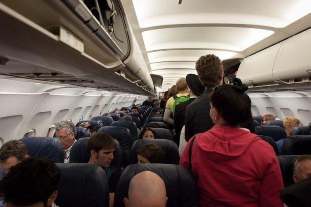 Ce se întâmplă dacă nu-ți setezi telefonul în Modul Avion atunci când urci la bord