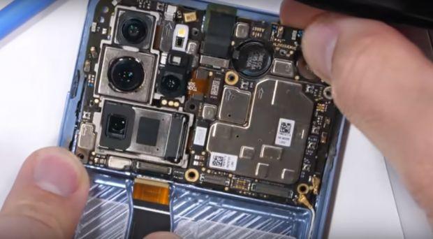 A desfăcut un Huawei P30 Pro! Iată cum arată în interior camera periscopică