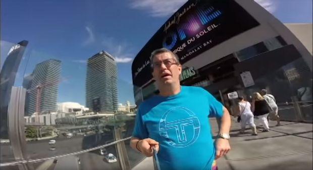 VIDEO viral: Bărbatul care și-a filmat vacanța invers este cel mai amuzant lucru pe care o să-l vezi