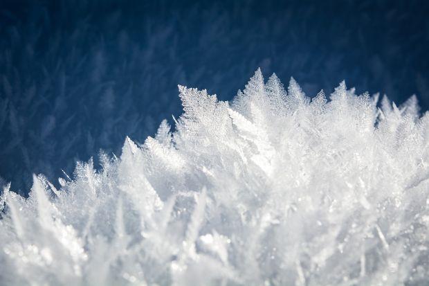 Ce este gheața fierbinte? Temperatura ei ajunge la jumătate din căldura Soarelui