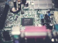 Milioane de computere sunt vulnerabile la un atac cibernetic. Dezvăluirea făcută de Intel