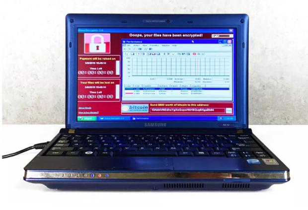 Un laptop pe care au fost instalați cei mai periculoși viruși din lume se vinde pentru o sumă uriașă