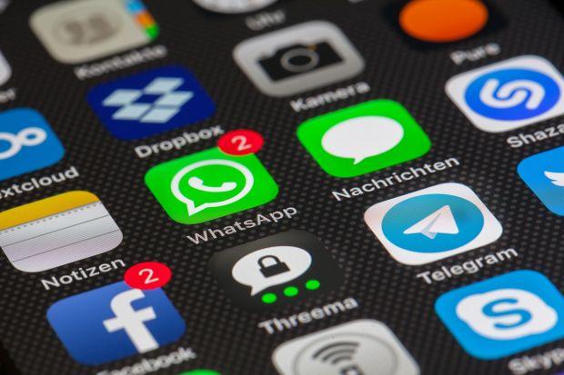 Facebook nu mai permite preinstalarea aplicațiilor sale pe telefoanele Huawei