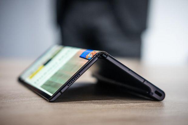 Huawei amână lansarea telefonului pliabil Mate X. Care este motivul