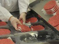 Cum va arăta peste 20 de ani carnea pentru consum: va fi produsă în laborator sau obținută din plante
