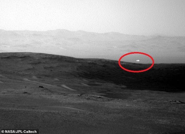 O lumină misterioasă, fotografiată de roverul Curiosity pe Marte. Ce declară NASA