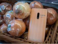 Povestea inedită a telefoanelor inspirate de aspectul cepei și usturoiului