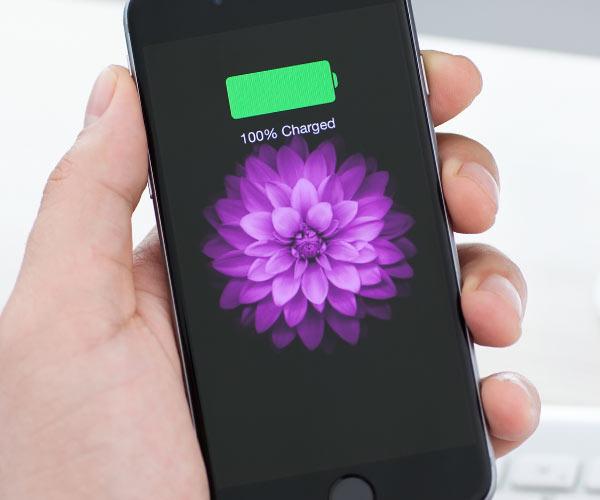 Cât trebuie să îți ții iPhone-ul la încărcat ca să nu îi strici bateria