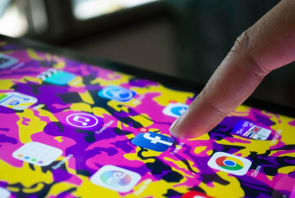 Ce face Facebook cu mesajele tale audio. Tactica secretă a gigantului