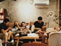 (P) Petrecerea de casă nouă - ce trebuie să știe gazda și musafirii