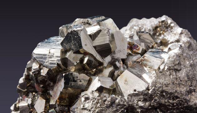 Cercetătorii au descoperit un mineral nemaivăzut până acum în natură, în nucleul unui meteorit misterios