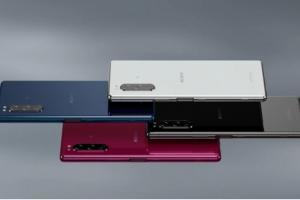 Smartphone-ul de la Sony care se conectează cu un controller PS4 și te lasă să joci Fortnite