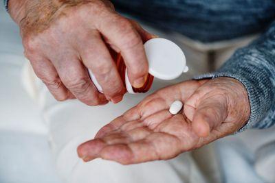 Începutul tinereții fără bătrânețe? Studiul prin care cercetătorii au inversat vârsta biologică a oamenilor