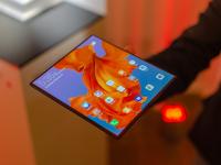 Când urmează să fie pus la vânzare Mate X, telefonul pliabil spectaculos de la Huawei