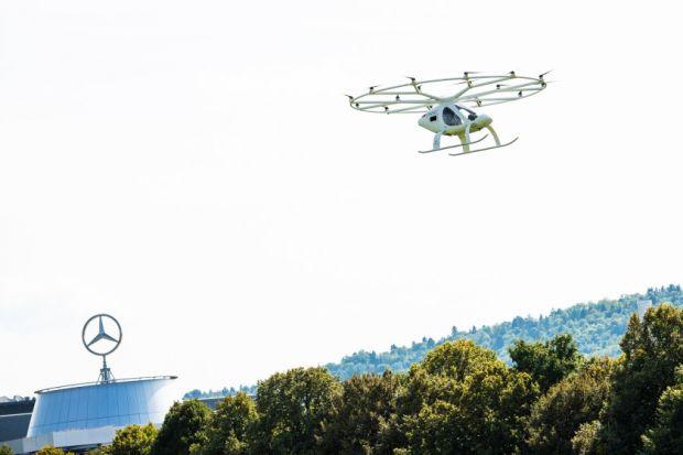 Primul taxi zburător, demonstrație spectaculoasă într-un oraș european. Cum arată viitorul mobilității urbane