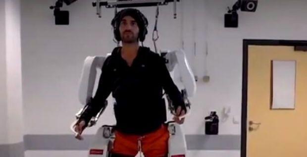 Un bărbat paralizat a mers din nou, cu ajutorul unui exoschelet controlat telepatic