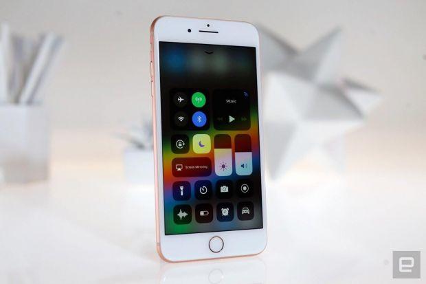 Telefonul surpriză pe care Apple l-ar lansa în martie anul viitor