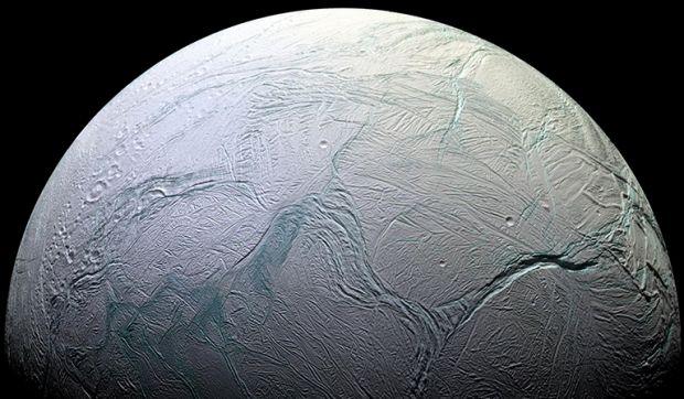 NASA confirmă: un ocean de pe Enceladus conține compușii necesari vieții
