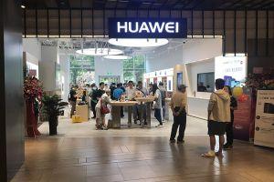 Rezultate neașteptate pentru vânzările Huawei, în mijlcul războiului comercial SUA-China