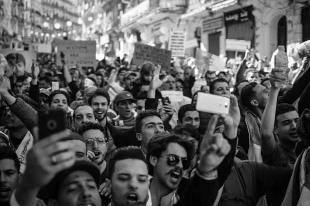 bdquo;Taxa pe WhatsApp , măsura care a scos în stradă mii de oameni