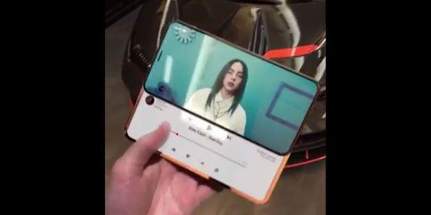 Design-ul revoluționar al unui iPhone cu două display-uri care a apărut peste noapte pe internet. Cum arată telefonul