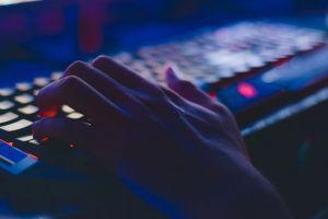 Datele personale de la peste 1,2 miliarde de utilizatori, expuse pe Dark Web