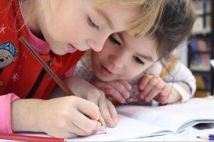Concluzie surprinzătoare: Sunt băieții mai buni la matematică decât fetele?