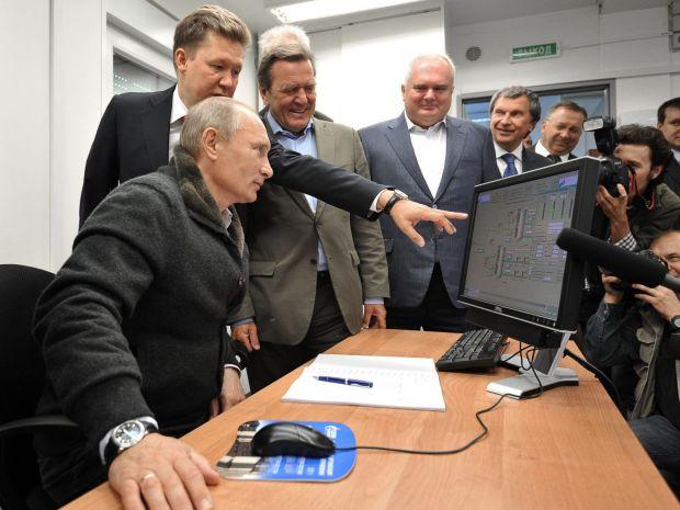 Imaginea devenită viral cu Vladimir Putin la PC-ul său: Ce se vede pe monitor