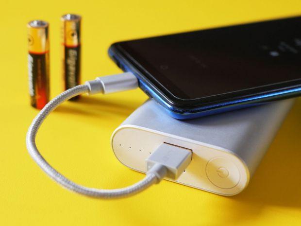 Noua baterie care ar putea încărca orice telefon pentru o durată de cinci zile
