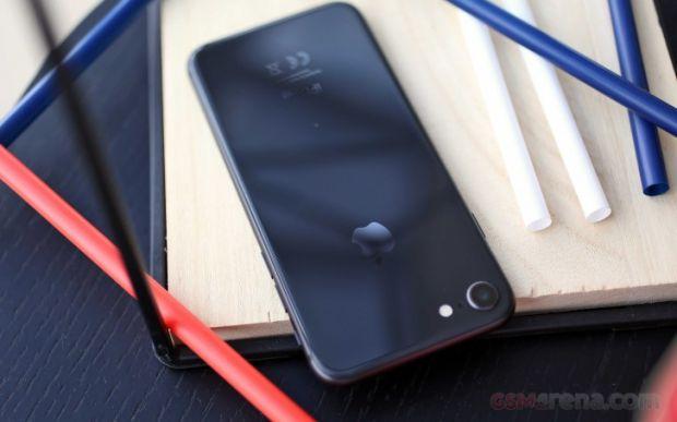 Apple înlătură o funcție importantă de pe iPhone 9, pentru a aduce un ecran mai mare. Cât de mult de schimbă telefonul