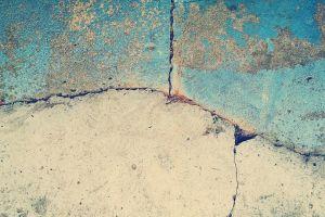 Cercetătorii au creat bdquo;betonul viu , care se repară singur atunci când apar fisuri