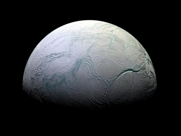 Pe unul dintre sateliții planetei Saturn poate exista viață extraterestră