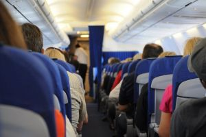 Care este cel mai sigur loc din avion ca să te ferești de virusuri?