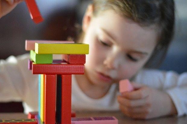 (P) 5 sfaturi utile care te vor învăța cum să te joci cu cel mic