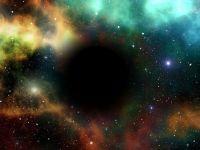 Cum poți călători în timp în interiorul unei găuri negre. Explicațiile cercetătorilor pentru unul dintre cele mai mari mistere ale științei