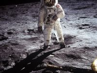 Cercetătorii vor să extragă oxigen din praful de pe Lună