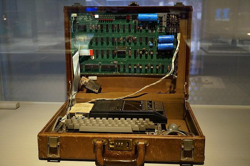 Un computer funcțional Apple-1 s-a vândut la licitație cu o sumă record