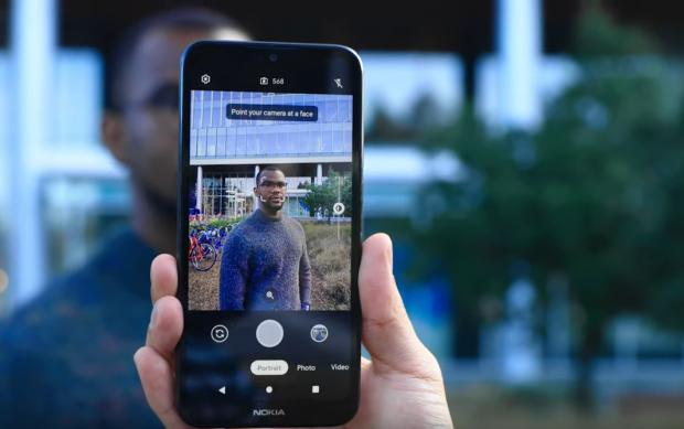 Google lanseză o nouă aplicație de cameră care te ajută să faci poze bune cu telefoane ieftine