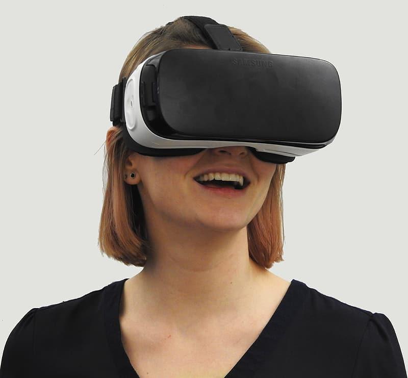 Apple testează un dispozitiv de Realitate Virtuală și Augmentată