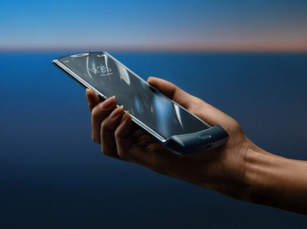 Problemele continuă pentru noul RAZR de la Motorola. Toate planurile producătorului au fost date peste cap