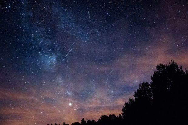 Două nopți cu spectacol astronomic impresionant: ploaia de meteori Lyride