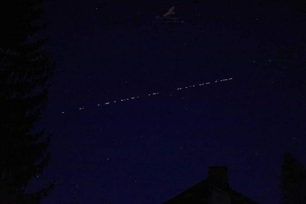 Sateliții Starlink ai lui Elon Musk, vizibili pe cerul României. Fotografii din Arad, București și Teleorman