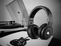 Când se lansează AirPods Studio, căștile over-ear de la Apple