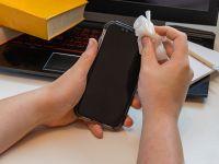 Coronavirusul rezistă mult timp pe ecranul unui smartphone. Cât de des trebuie curățat telefonul?